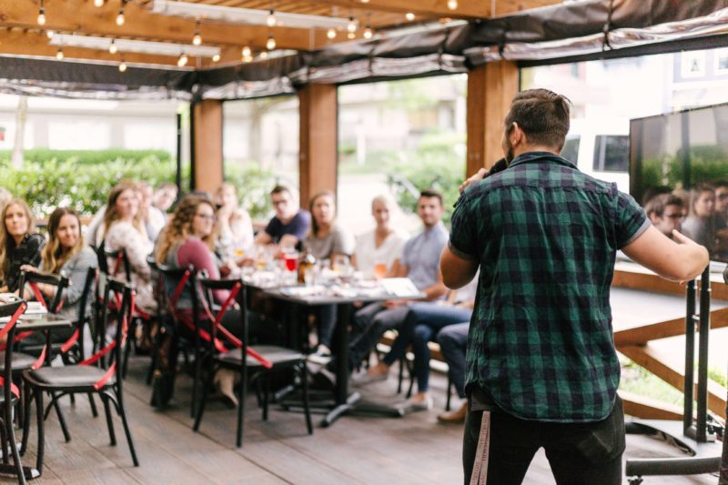 20 PUBLIC SPEAKING TECHNIQUES & SKILLS EVERYONE SHOULD MASTER